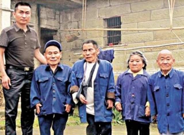 Китайская деревня карликов В деревнях нет ничего необычного. Деревни в Китае тоже ничего особенного из себя не представляют. В этой стране существуют много отдаленных сельских поселений, однако, среди них есть одна очень выделяющаяся.