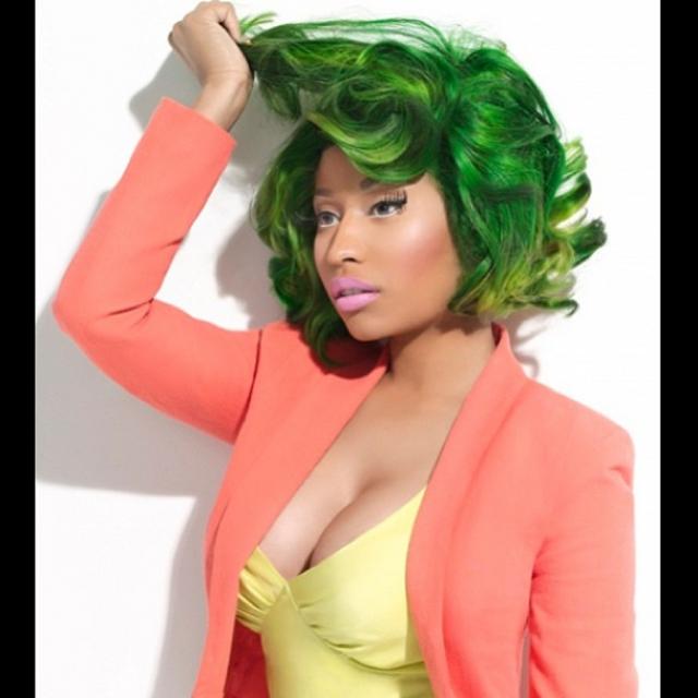 Ясно лишь одно: у Ники страсть к зеленому цвету.