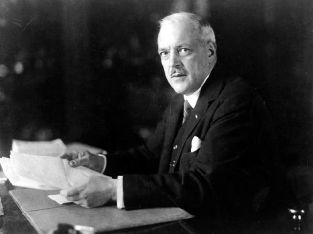 Philips. Компанию основал Фридрих Филипс и его сын Жерар, основавший ее в 1891 году в Эйндховене для производства лампочек. Антон, брат Фридриха, вел пиар-кампанию на местном рынке.