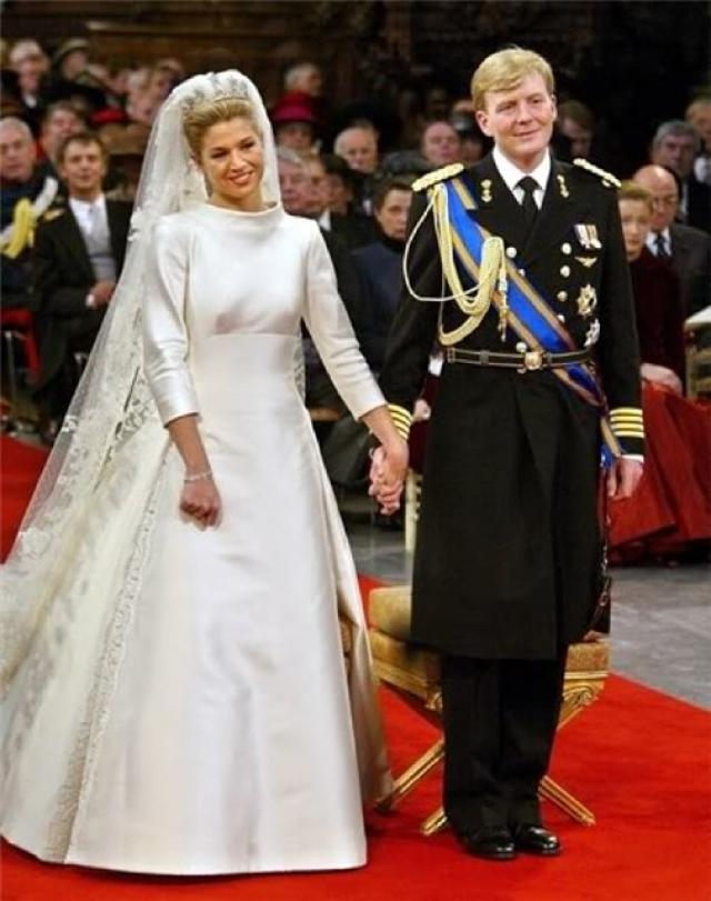 Всего же в Амстердам съехалось около двух тысяч почетных гостей. Кстати, единственными россиянами, получившими приглашение на королевскую свадьбу в Нидерланды, стали директор Государственного Эрмитажа Михаил Пиотровский с супругой.