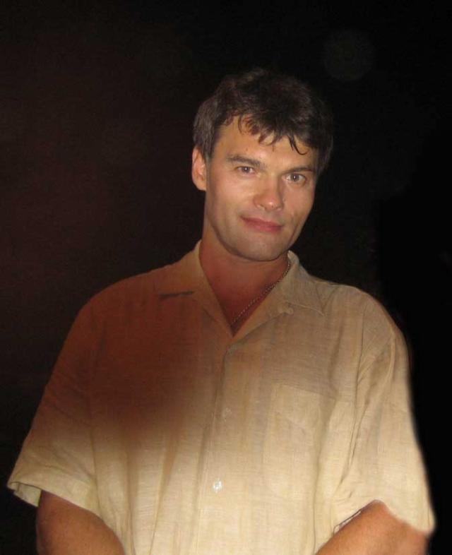 Евгений Дятлов. Евгению довольно долго пришлось довольствоваться ролями второго и даже третьего плана в популярных фильмах и сериалах, ездить по стране с концертами, играть в Молодежном театре на Фонтанке, вести программы на санкт-петербургском телевидении.