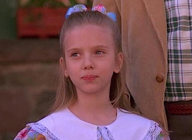 """Впервые на большом экране девочка появилась в фильме """"Норт"""", где сыграла в паре с Элайджей Вудом. Режиссер фильма позже отметил, что """"маленькая Скарлетт талантлива не детским талантом"""" и что она напоминает ему """"даму средних лет, чуть сварливую, очень придирчивую, требовательную и разуверившуюся в жизни""""."""