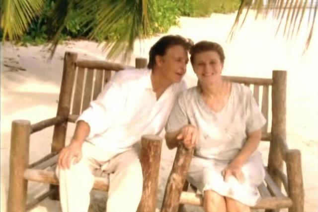 17 апреля 1998 года ей стало совсем плохо. Убитый горем Пол с детьми не отходил от умирающей жены ни на шаг, но болезнь оказалась сильнее чувств...