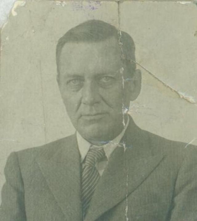 В 1935 году он защитил кандидатскую диссертацию о языческих верованиях на Новой Гвинее, участвовал в работе Антирелигиозной выставки, женился на советской женщине, но при всем при этом сохранил американское гражданство.