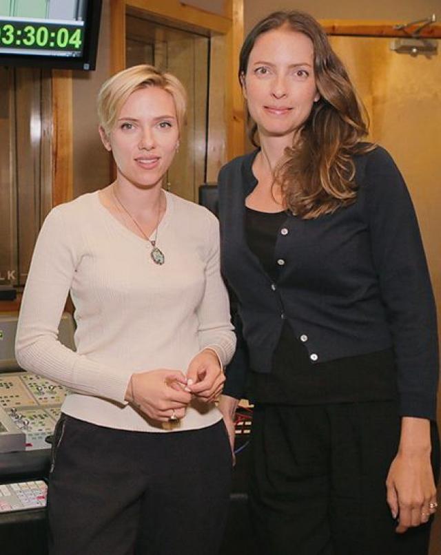 Кроме него у актрисы есть старшая сестра Ванесса Йохансон, которая также как и Скарлетт является актрисой (правда менее успешной).