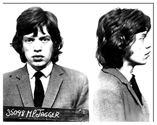 Фотография была сделана в Брикстонской тюрьме, где Мик провел несколько дней до вынесения официального приговора.