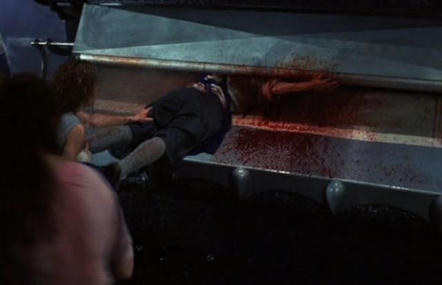 """Пресс из прачечной из фильма """"Давилка"""" (1995). Первый из наших героев, который и не является злодеем в привычном смысле этого слова. Просто взбесившийся пресс."""