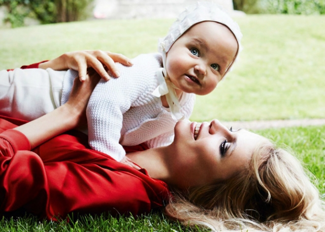 Спустя два года после свадьбы в семье родилась дочка Александра.
