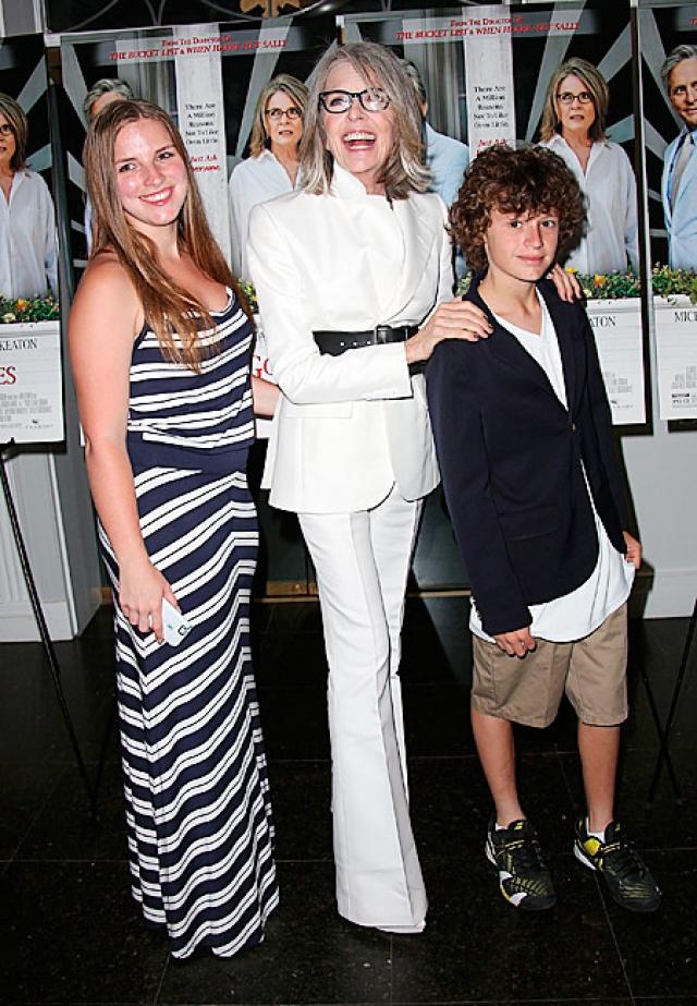 Несмотря на отсутствие супруга, у Дайан есть двое приемных детей - дочь Декстер (род.1996) и сын Дюк (род.2001).