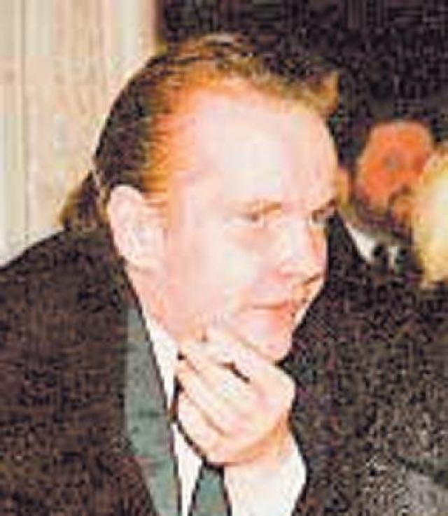 """20 октября 2002 года Дмитрий Егоров вышел прогуляться и не вернулся. Матери позвонили из милиции и сказали, что он умер. В свидетельстве о смерти написано - от """"сердечной недостаточности"""", но, по некоторым данным, у Егорова был пробит висок."""