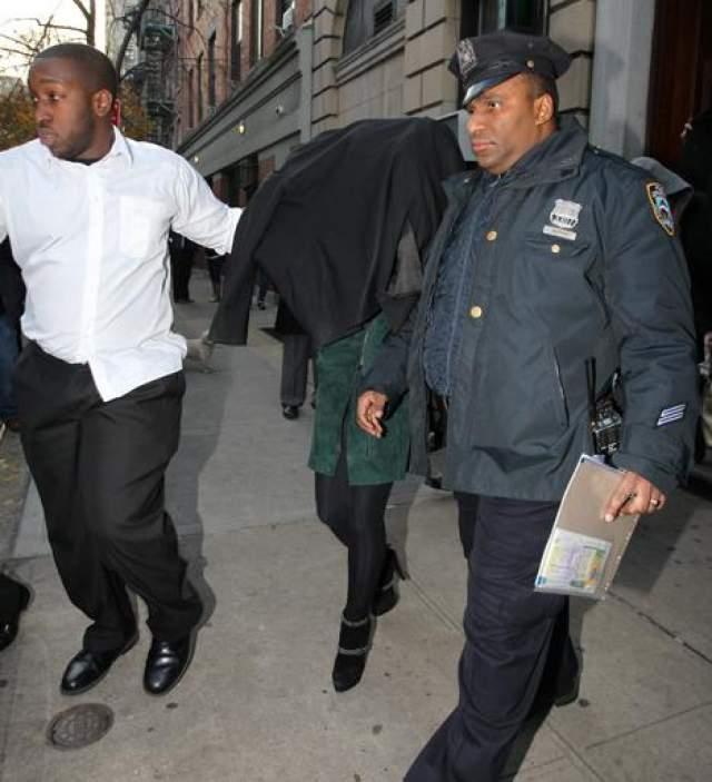 Лохан обходит гостиницу Standard в Лос-Анжелесе огородами после обвинения в двух драках в 2012 году.