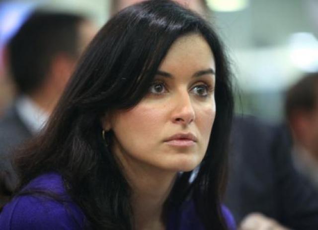 В 2005 году Канделаки по версии украинского телевизионного журнала «Теленеделя» была признана лучшей телеведущей. В том же году девушка стала «Человеком года» в номинации «Телевидение». Помимо всего прочего, с начала 2006 года телеведущая сотрудничает с радио «Эхо Москвы». Там девушка ведет совместную с RTVI программу «Особое мнение».