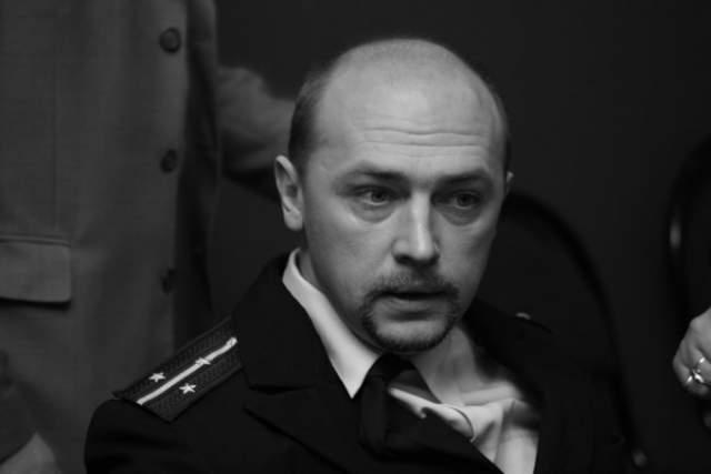 На момент своего убийства актер жил один. Со своим убийцей актер познакомился прямо на улице. Увы, актеру не с кем было выпить. А на носу уже был Новый год...Далее, последовал извечный русский сценарий. Пьяная ссора, и убийство с особой жестокостью.