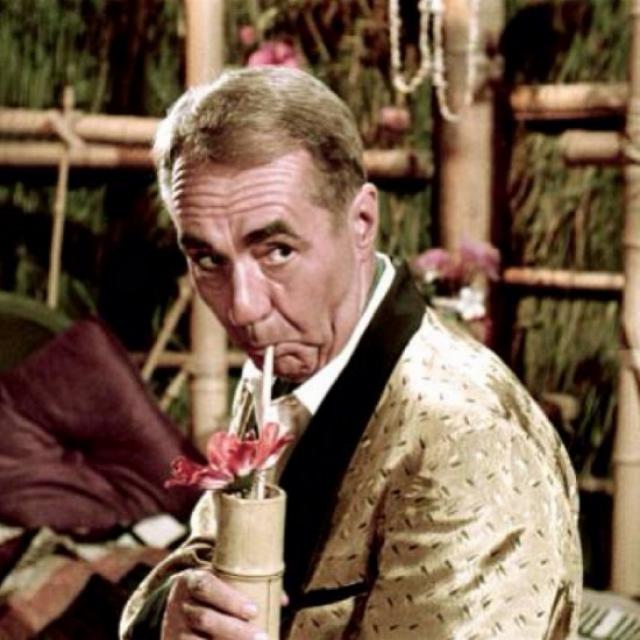 16. Терстон Хауэлл III – $8 млрд К сожалению, так и остался пропавшим без вести вместе с другими несчастными из «Острова Гиллигана». До того, как оказался на острове, был миллионером-плейбоем, унаследовавшим компанию «Howell Industries». Известен привычкой прикуривать сигары подожженными купюрами.