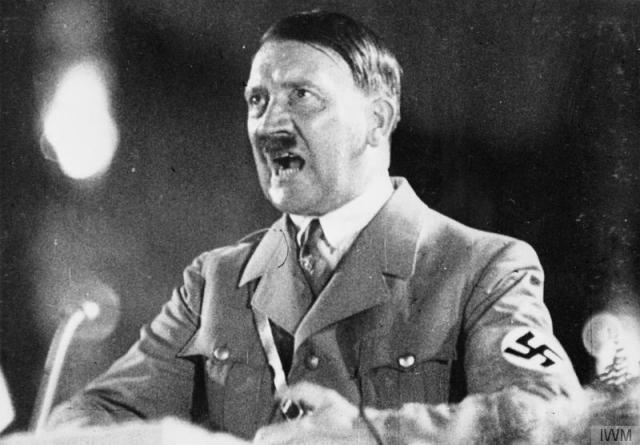 """Адольф Гитлер : """"Перед лицом великой цели никакие жертвы не покажутся слишком большими."""""""