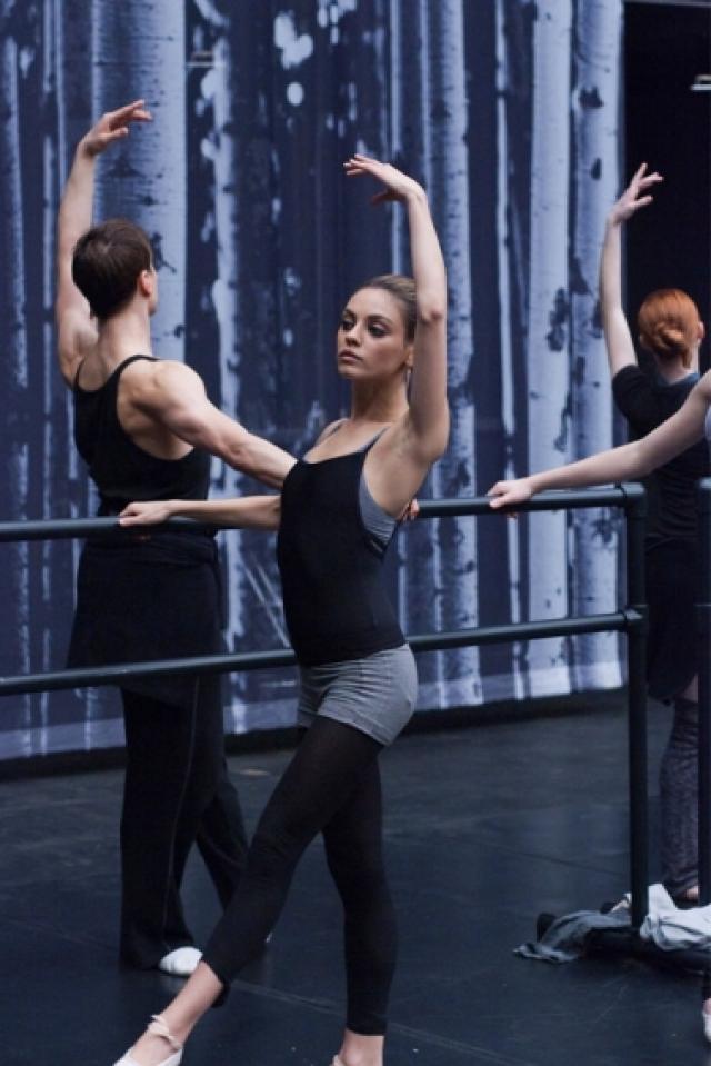 """""""Никогда не думала, что кто-нибудь упрекнет меня в лишнем весе. Придерживаясь фитнес-программы, я узнала, что мое тело и сила воли способны на многое"""" , - рассказала актриса."""