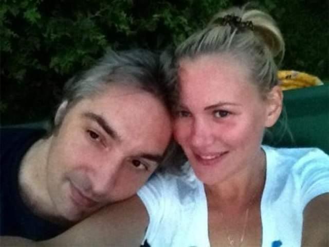 """В последнюю годовщину смерти мужа Ольга опубликовала в своем Instagram архивный снимок Горшка и подписала его: """"Мужчина мой.. Семья моя. Мне очень сильно не хватает тебя. Четыре года без тебя. Болит душа моя. Люблю тебя...""""."""