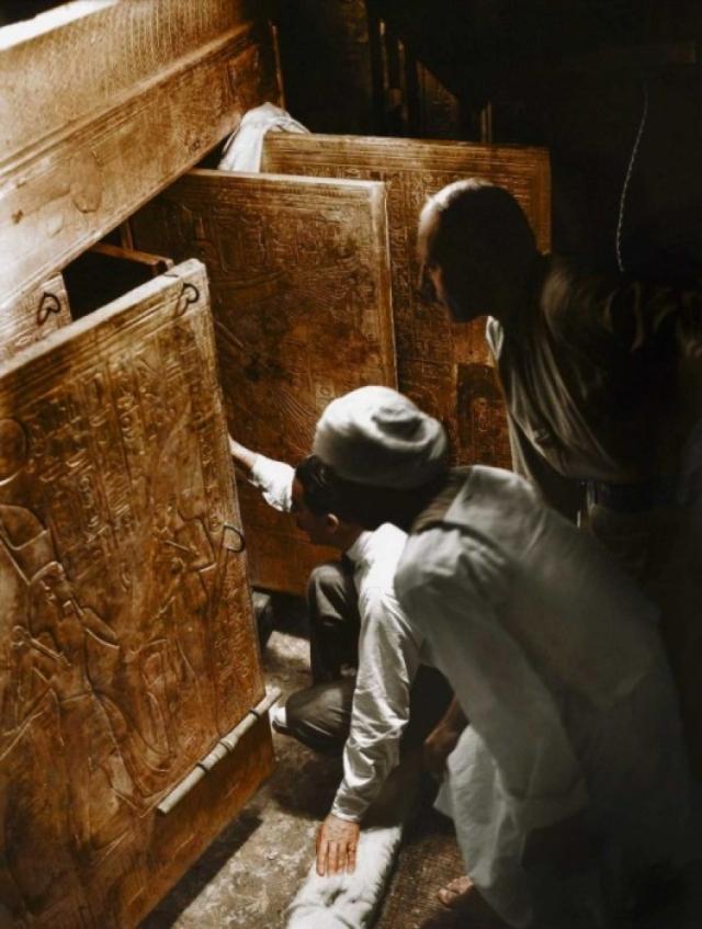 """Одной из самых популярных идей поклонников теории """"проклятие гробницы Тутанхамона"""" (среди них был и Артур Конан Дойл) были гипотезы о вредном грибке, радиоактивных элементах или положенных в гробницу ядов."""