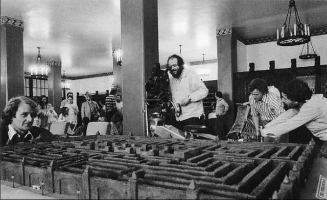 """34. Именно поэтому все павильоны студии """"Elstree Studious"""" были заняты декорациями «Сияния»"""