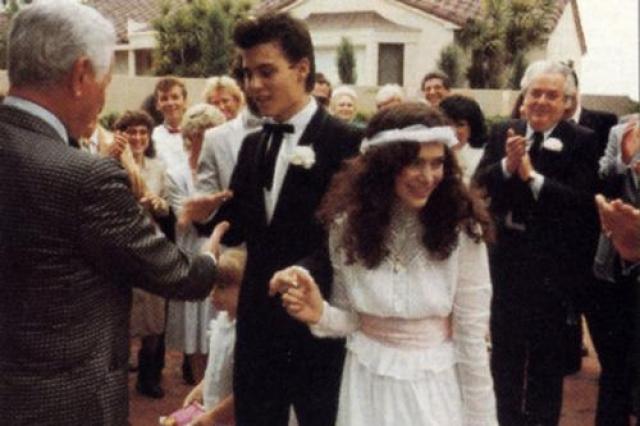 Свадьбу сыграли в декабре 1983 года.