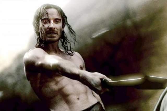 """Майкл Фассбендер В сценах эффектных боев в """"300 спартанцах"""" Фассбендер блеснул атлетическим торсом."""