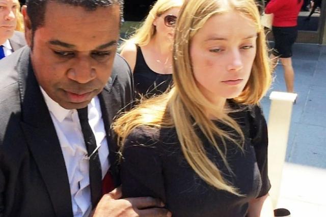 Через некоторое время внезапно стало известно, что Херд обвиняет Деппа в избиении и подает на него в суд .