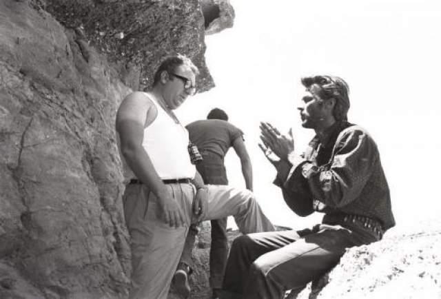 """Попав в кино, Клинт оказался востребован в качестве положительного героя вестернов. Однако настоящую известность ему принесло сотрудничество с Серджо Леоне. На фото: Серджо Леоне и Клинт Иствуд на съемках фильма """"Хороший, плохой, злой""""."""