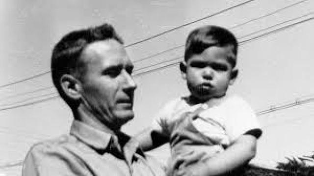 Согласно правилам официального усыновления, биологические родители ничего не знали о местонахождении сына, и Стив встретился с родной матерью и младшей сестрой только через 31 год.