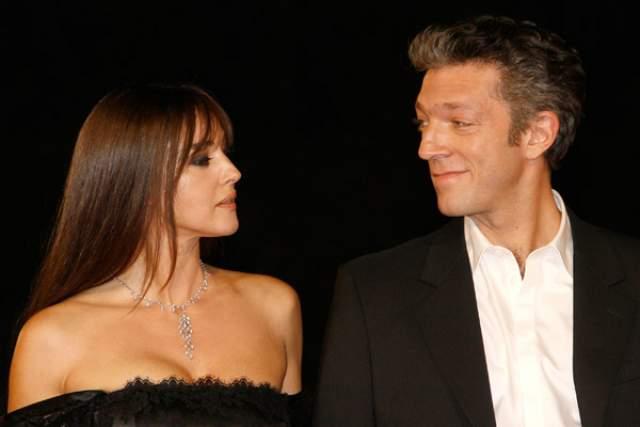 Венсан Кассель, 52 года, Франция. Не так давно актер завершил свой многолетний брак с красавицей Моникой Беллуччи, после чего женился на модели Тине Кунаки.