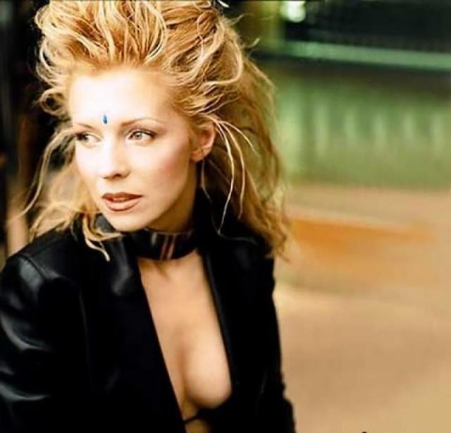 """Наталья Ветлицкая. Исполнительница хита """"Playboy"""" считалась самой стильной исполнительницей в стране, будучи попсовой и элитарной одновременно."""