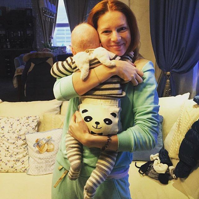 Это легко объяснить: пара давным-давно мечтала о ребенке, но забеременеть у Натальи никак не получалось. Звездная пара обращалась за помощью к лучшим европейским специалистам по гинекологии, Наталья проходила курс терапии в Пекине.