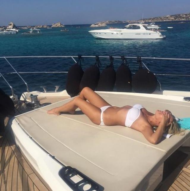 Ирина Салтыкова. Поддержание идеального внешнего вида дается Салтыковой, в отличие от многих звезд российского шоу-бизнеса, без особых усилий.
