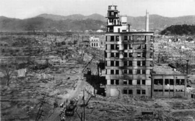Огненный смерч захватил свыше 11 кв.км. города, убив всех, кто не успел выбраться в течение первых нескольких минут после взрыва.