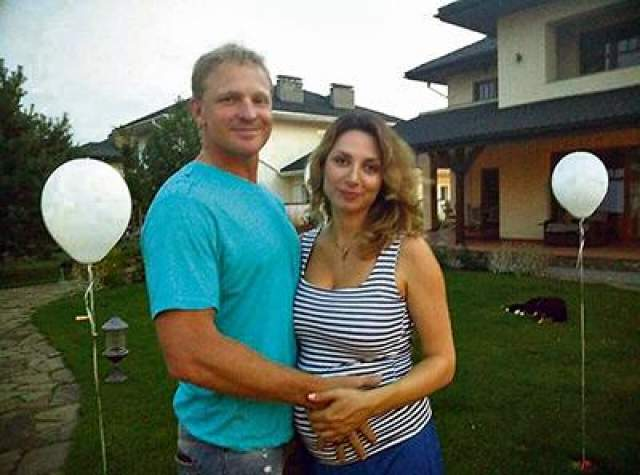 Для обоих супругов это был второй брак, на двоих у них четверо детей. В минувшем году у них появился общий ребенок.