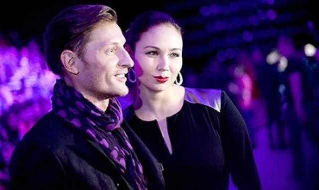 Как оказалось, пара сыграла свадьбу еще в сентябре 2012 года, а 14 мая 2013 у них родился сын Роберт.