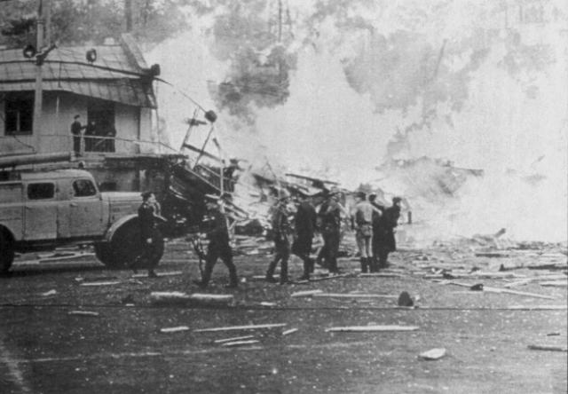 Людей выбросило на поле. В дальнейшем раздался более мощный второй взрыв.