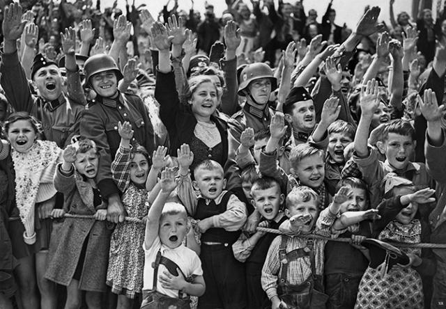 """В 1938 году журнал TIME назвал Гитлера """"человеком года, а в 1939 он был номинирован на Нобелевскую премию мира."""