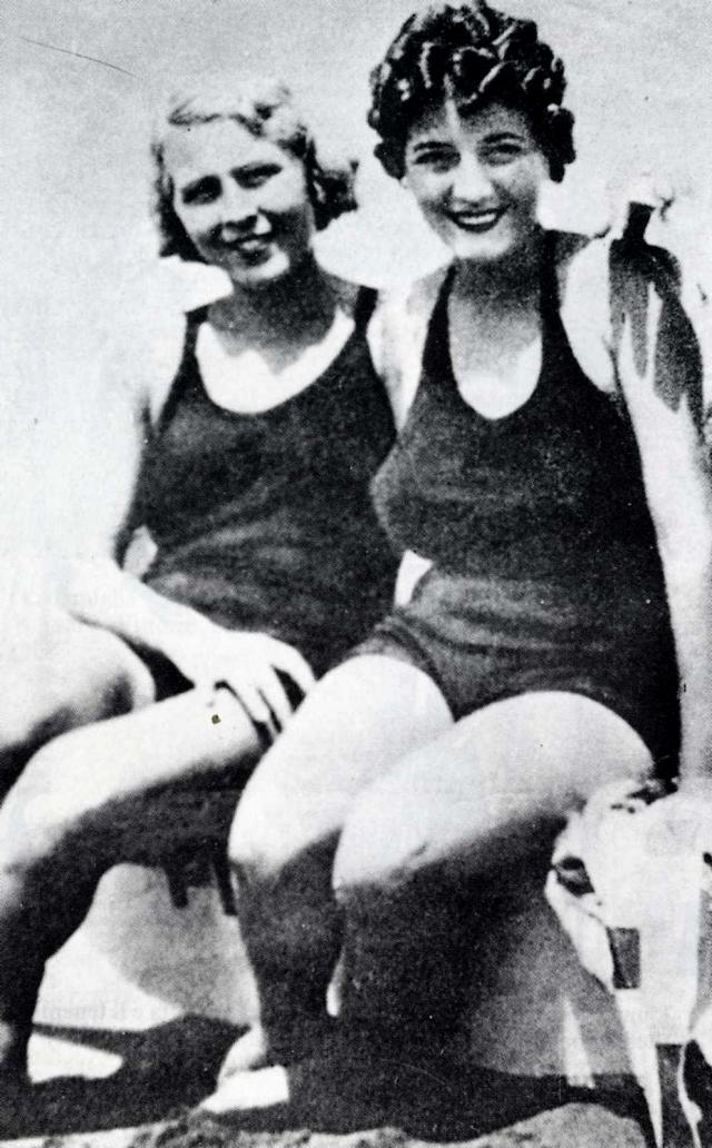 24 апреля 1932 году во время прогулки на автомобиле она встретила Муссолини и сумела обратить на себя его внимание, после чего между ними завязались отношения.
