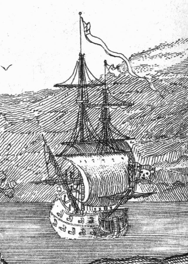 Пират орудовал в районе Ямайки, грабя все попавшиеся суда и набирая новых подручных. К началу 1718 года под началом Тича уже 300 человек. За год же он сумел захватить более 40 судов.