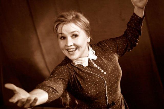 """Екатерина Савинова. В 1949 году Савинова впервые появилась в небольшой роли в """"Кубанских казаках"""", и моментально запомнилась своей жизнерадостностью, а ее самой крупной ролью в кино стала роль Фроси Бурлаковой в картине """"Приходите завтра""""."""