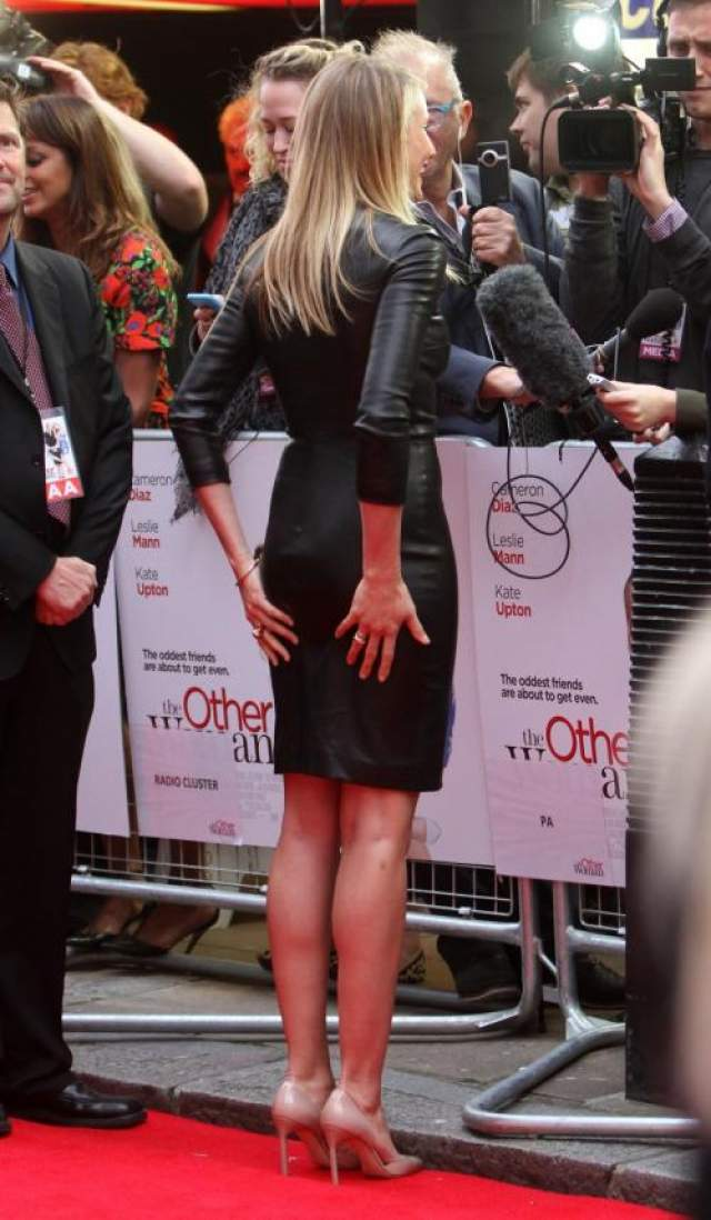 Кэмерон Диаз Она невероятно смешная, красивая, богатая. Кэмерон не может похвастаться пышной попой, зато она много раз становилась самой сексуальной актрисой по версии разных журналов.