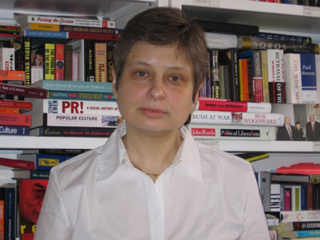 Преподает международные отношения в университете New School в Нью-Йорке, изучает творчество Владимира Набокова и занимается политологией.
