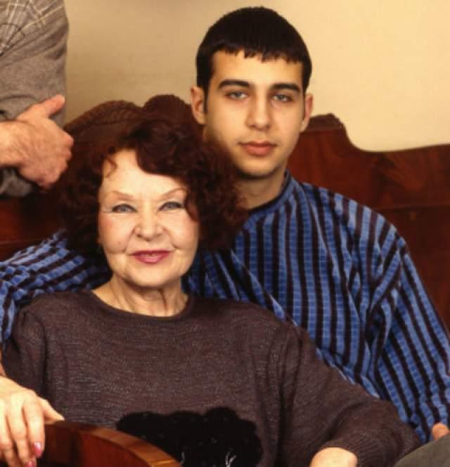3. Самым близким человеком маленький Иван считал свою бабушку Нину, которую он не редко называл второй мамой.