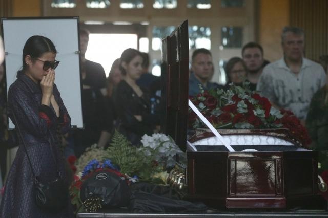 Позже выяснилось, что у Яковлева все же осталась племянница Татьяна Яковлева, которая живет в Иркутске и растит двоих внучатых племянников Олега.