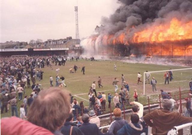 11 мая 1985 года. Брэдфорд. Англия. Во время матча третьего английского дивизиона, в котором Брэдфорд Сити принимал Линкольн Сити, на стадионе произошел пожар.