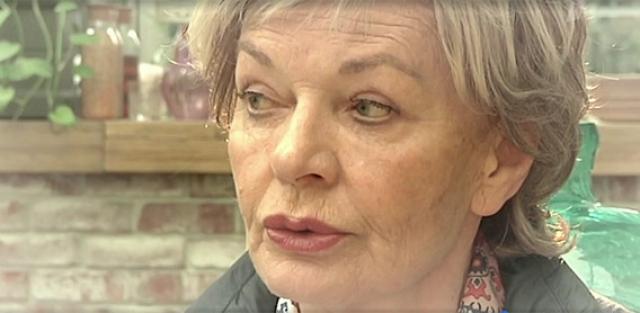 """""""Что касается моей внешности, это дано природой и родителями... Не хожу в фитнес-клубы, не занимаюсь массажами, не увлекаюсь косметическими кабинетами. Да, женщина должна хорошо выглядеть, но тянуть себя от пяток до макушки, завязывать бантиком и становиться Барби в 60, 70, 80 лет, мне кажется, странно и нелепо."""""""