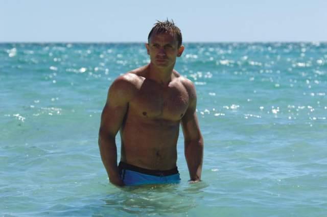 """Дэниэл Крейг Джеймс Бонд, он же Дэниел Крейг, во время семки в фильме """"Квант милосердия"""" застраховал свое роскошное тело на $9,5 миллионов. А все потому, что актеру предстояло выполнить несколько опасных трюков."""
