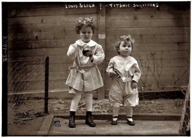 """Четырехлетний Мишель и двухлетний Эдмонд путешествовали с отцом, который погиб во время крушения, и считались """"сиротами Титаника"""", до тех пор, пока их мать не нашлась во Франции."""