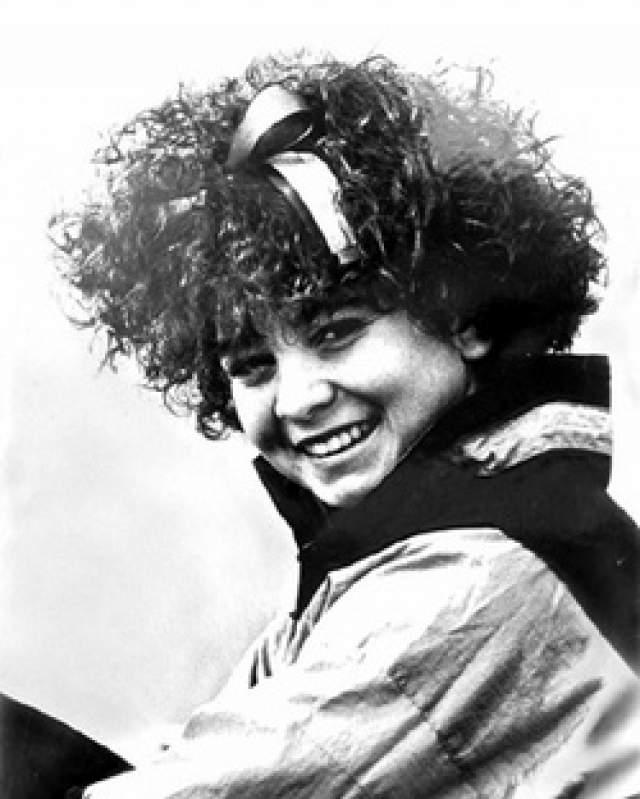 Кристи Генрих, 22 года. Девушка увлекалась спортивной гимнастикой и добилась в этом некогда успеха - все происходило в 80-е. Она даже была претенденткой на участие в Олимпийских играх.