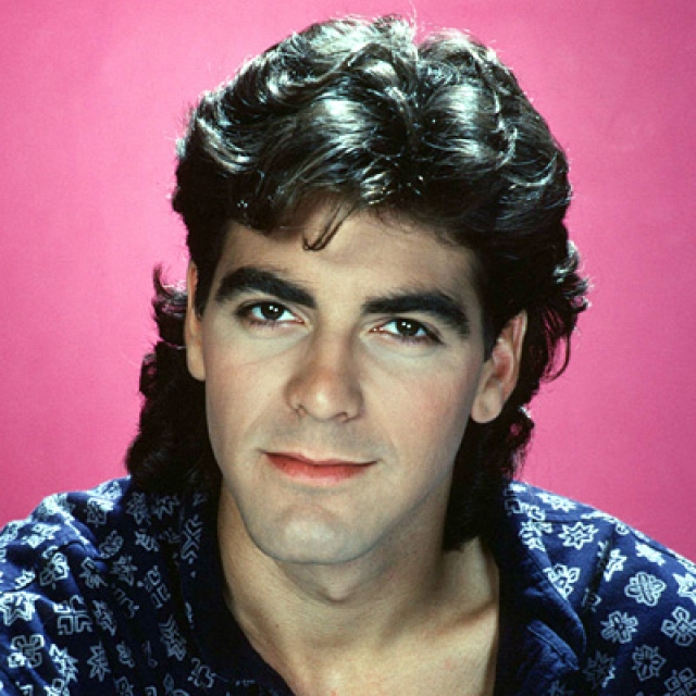 Джордж Клуни. В молодости актер походил скорее на армянского хиппи, чем на пожирателя дамских сердец.